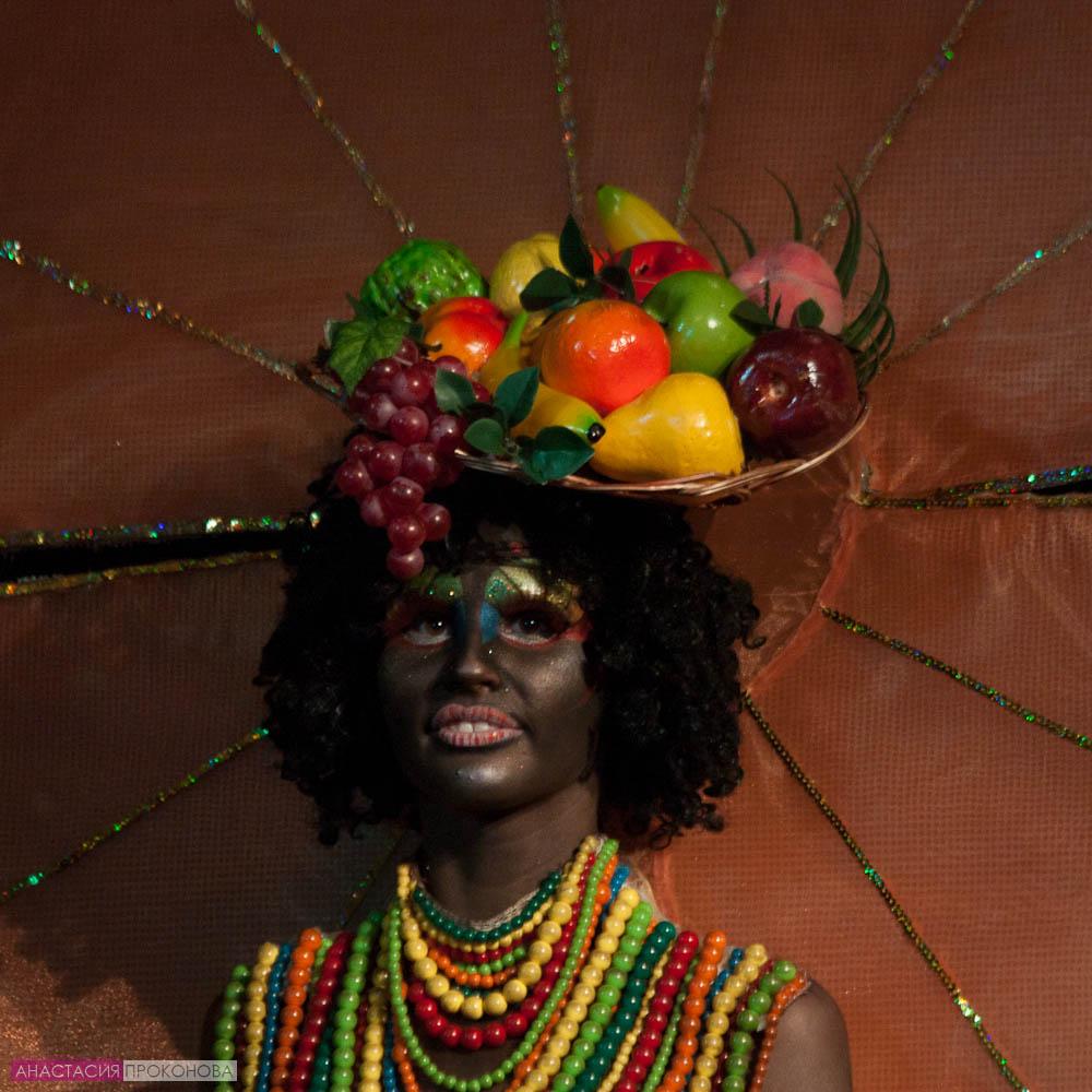 Этнические костюмы для бразильского карнавала. Африканка