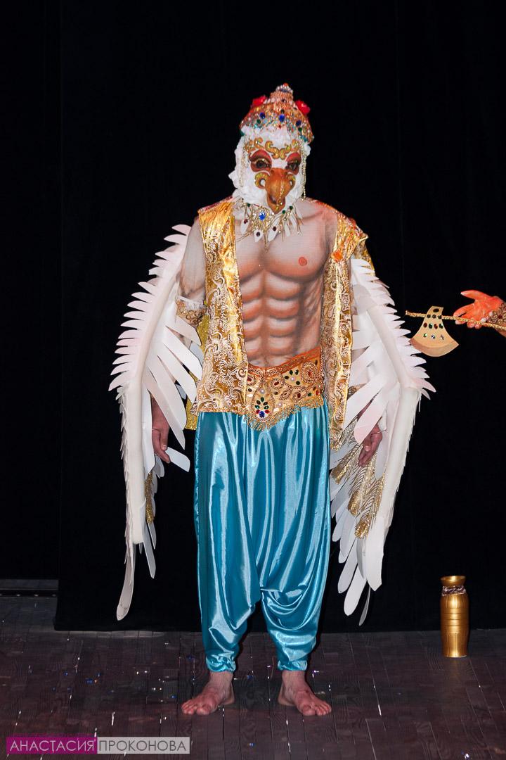 Бог индийского пантеона - Гаруда