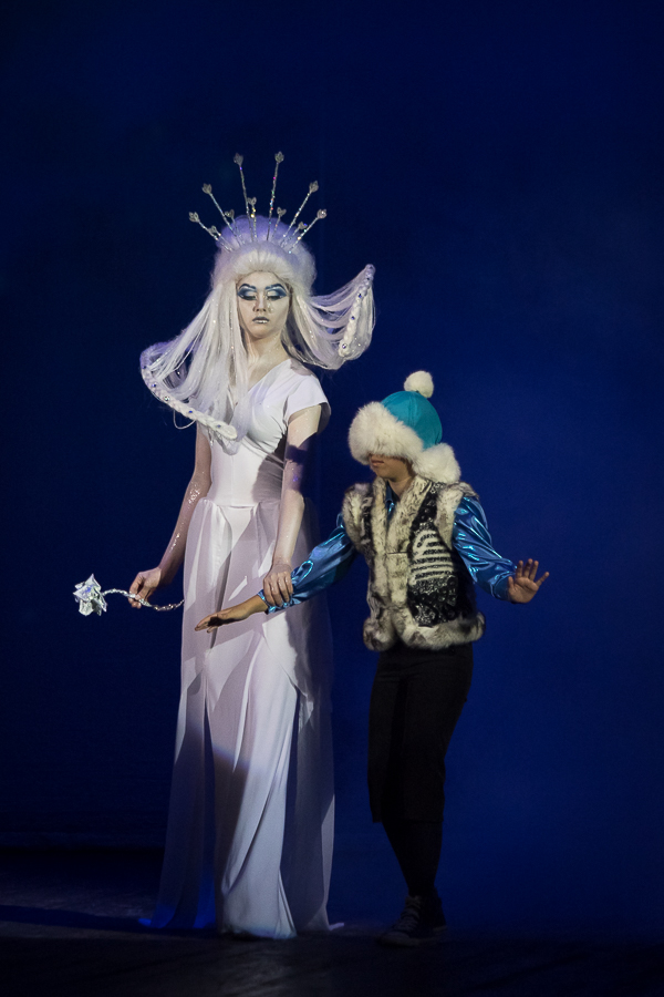 Images of Kaya and the Queen from the fairy tale Snow Queen